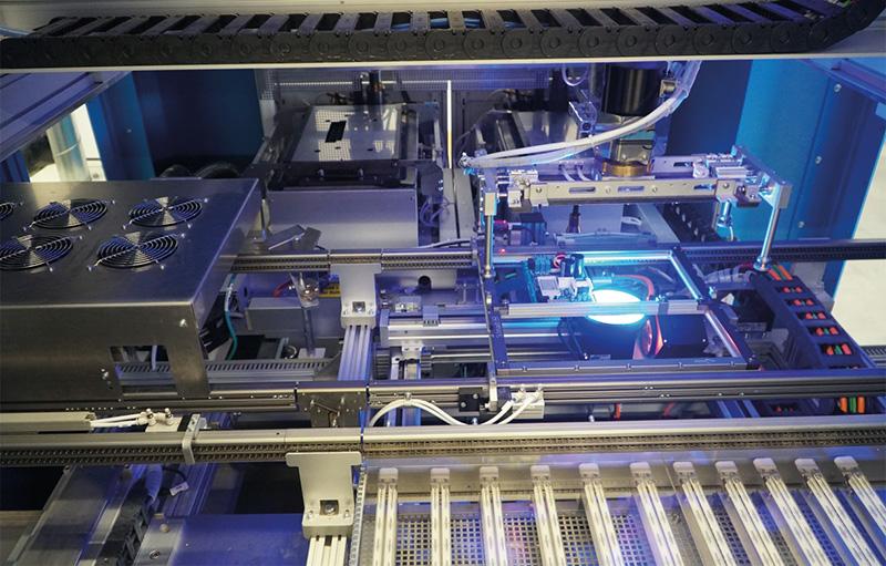 Bild 5: Null-Fehler-Fertigung: PowerVision AOI-System integriert im Selektivlötprozess.