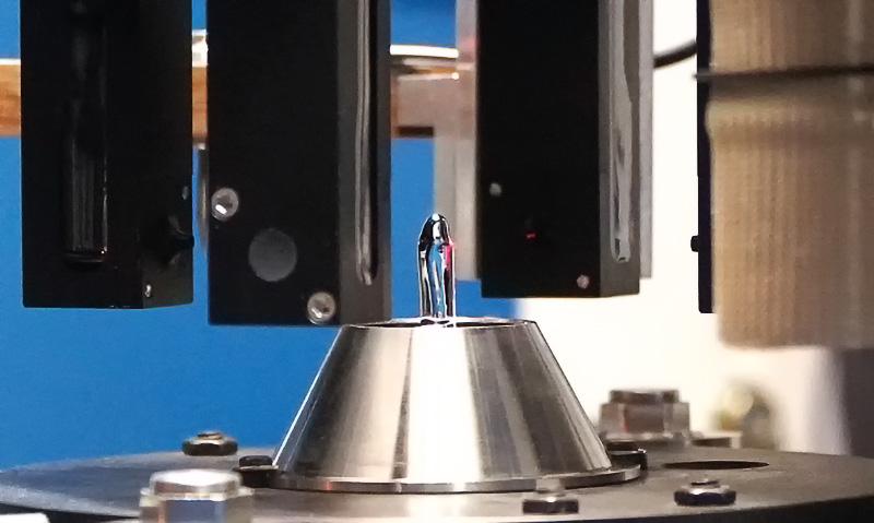 Bild 4: SEHO Kreuzsensor: Werkzeugvermessung und automatische Wellenhöhenregelung im Miniwellen-Lötprozess.